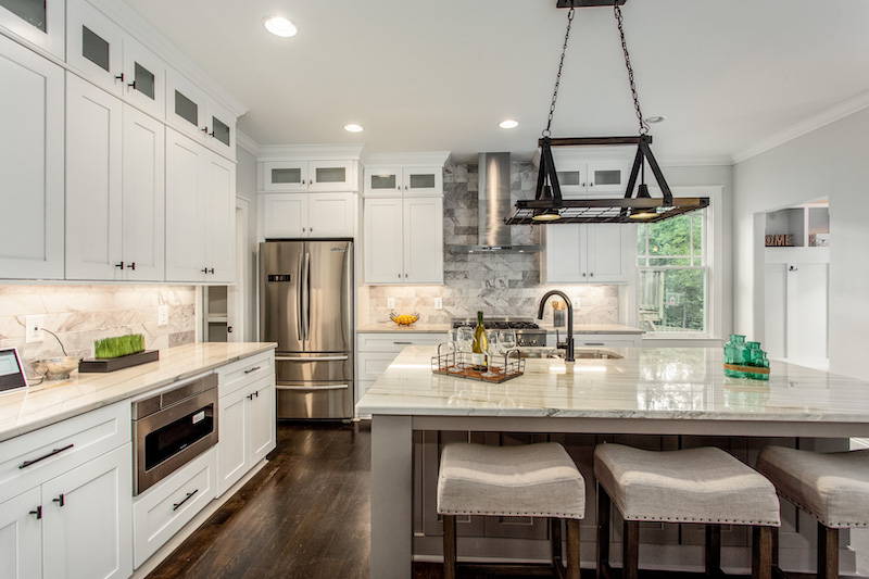 This kitchen is up-to-date on 2021 design trends